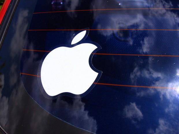 apple_logo_on_car