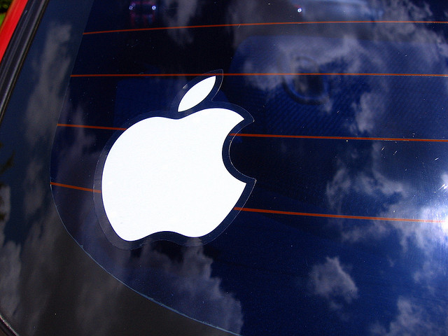 apple_logo_on_car
