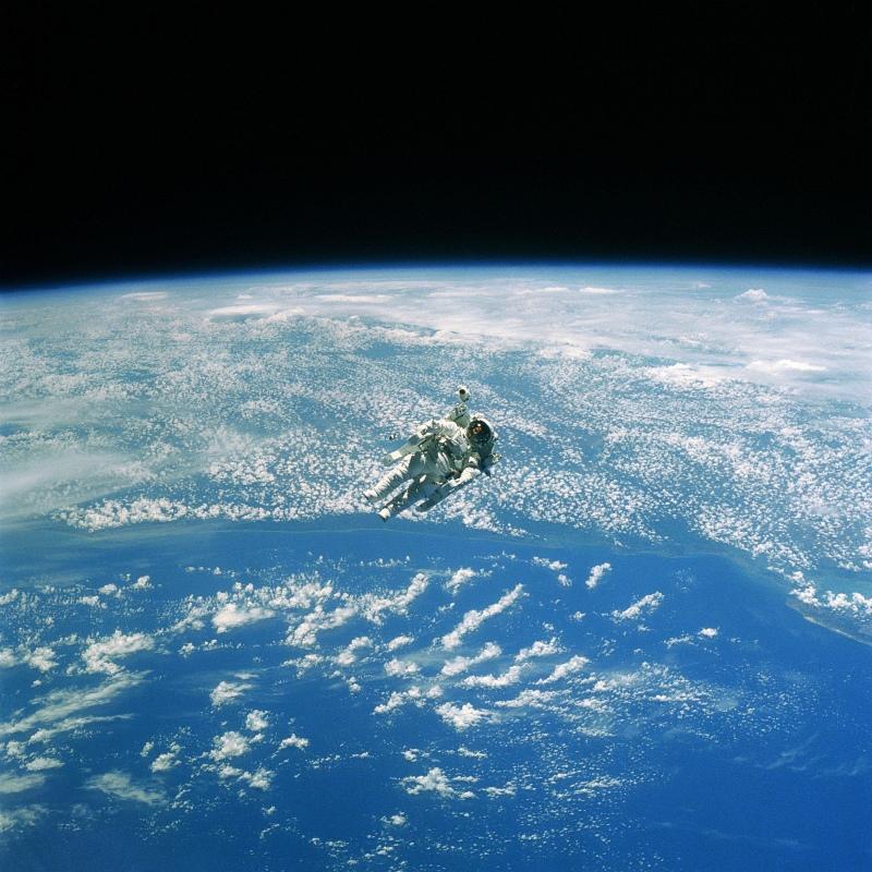 astronaut_floating