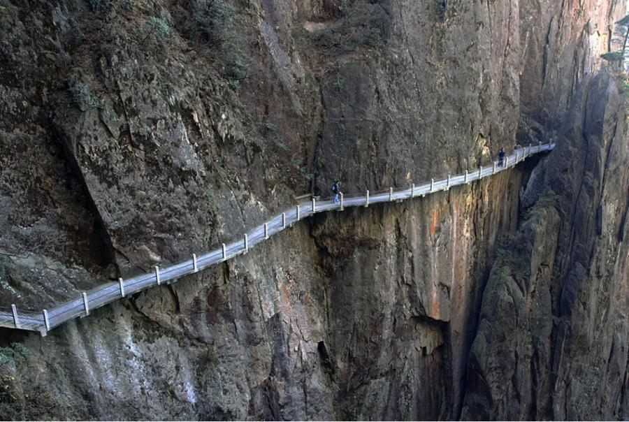 path_above_xihai_gorge