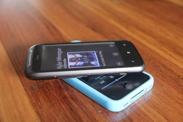 htc_apple_phones