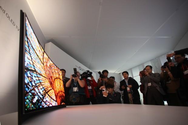 Curved_OLED-TV_2