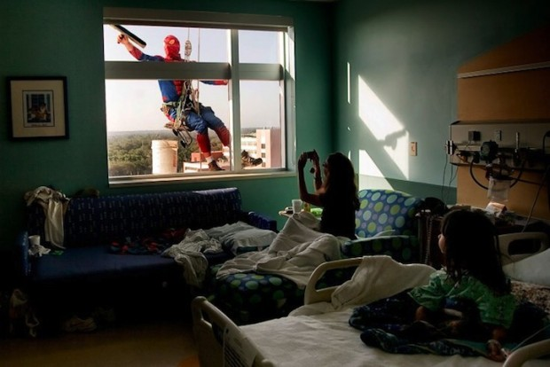 window_washing_superhero_3
