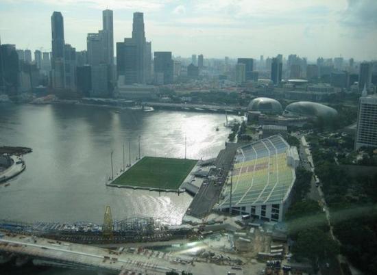 floating_stadium_1