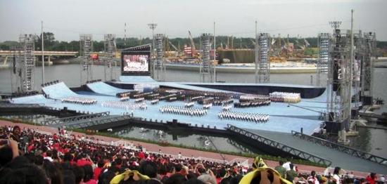 floating_stadium_2