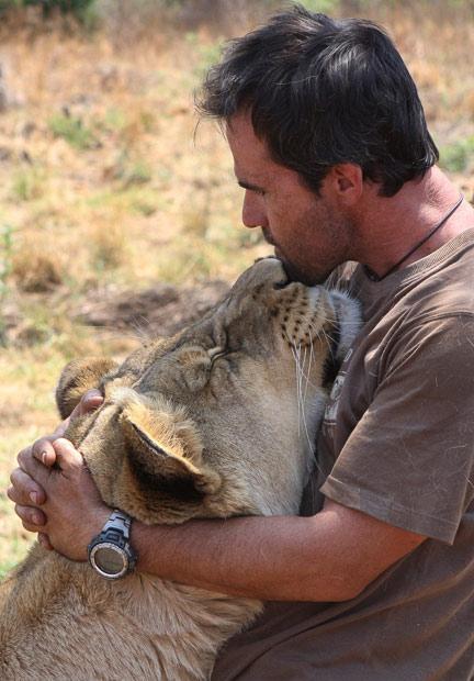 lion_whisperer_10