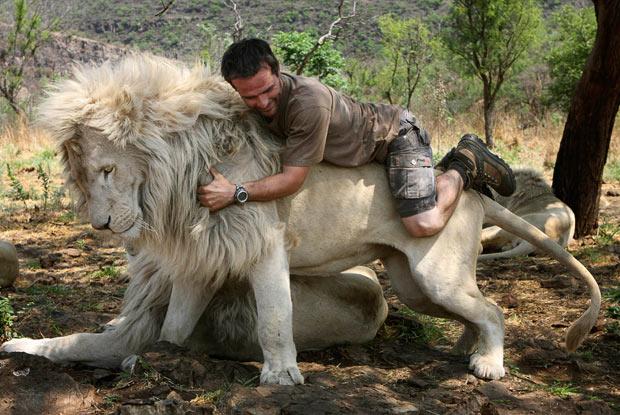 lion_whisperer_11