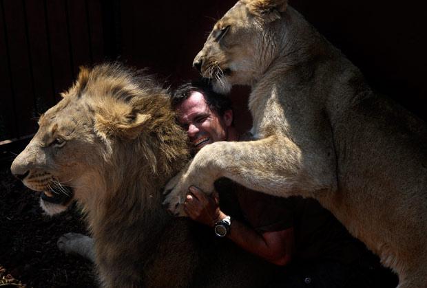 lion_whisperer_8