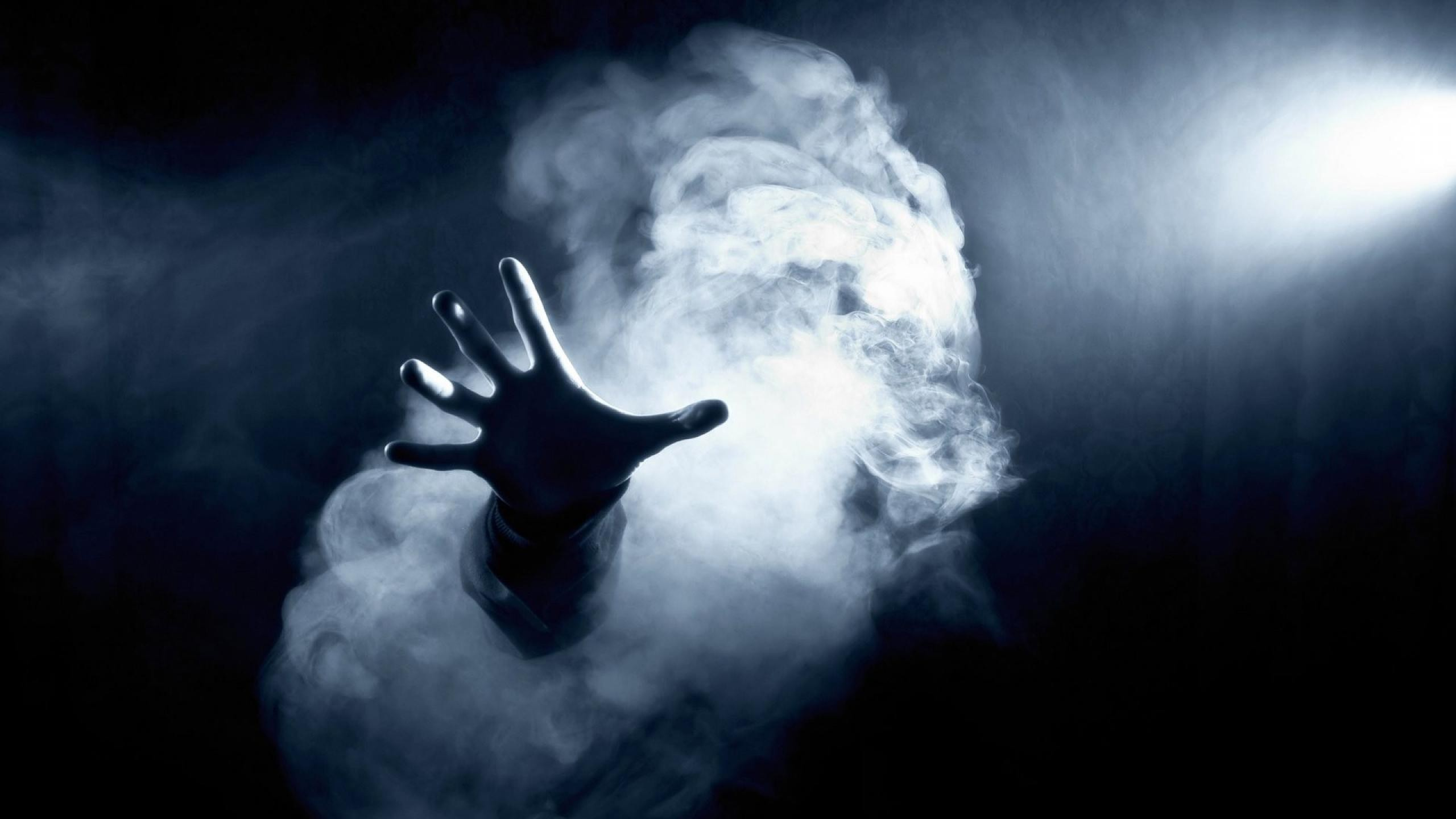 ghost_hand_2560_1440