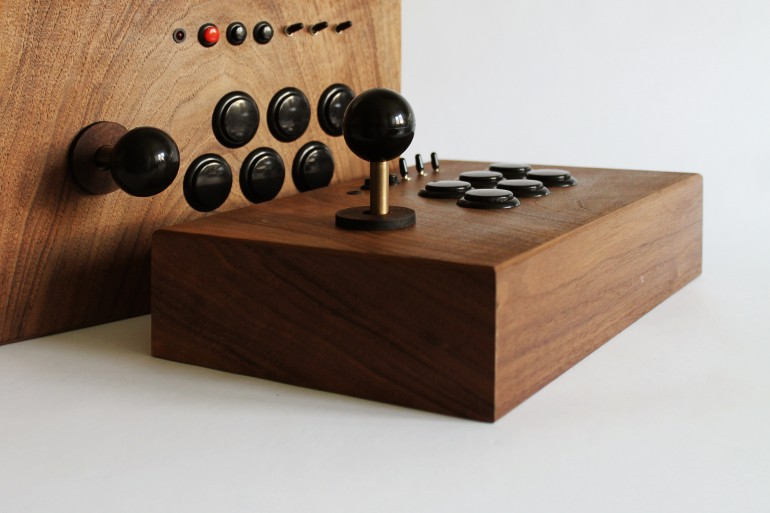 R-Kaid retro gaming console