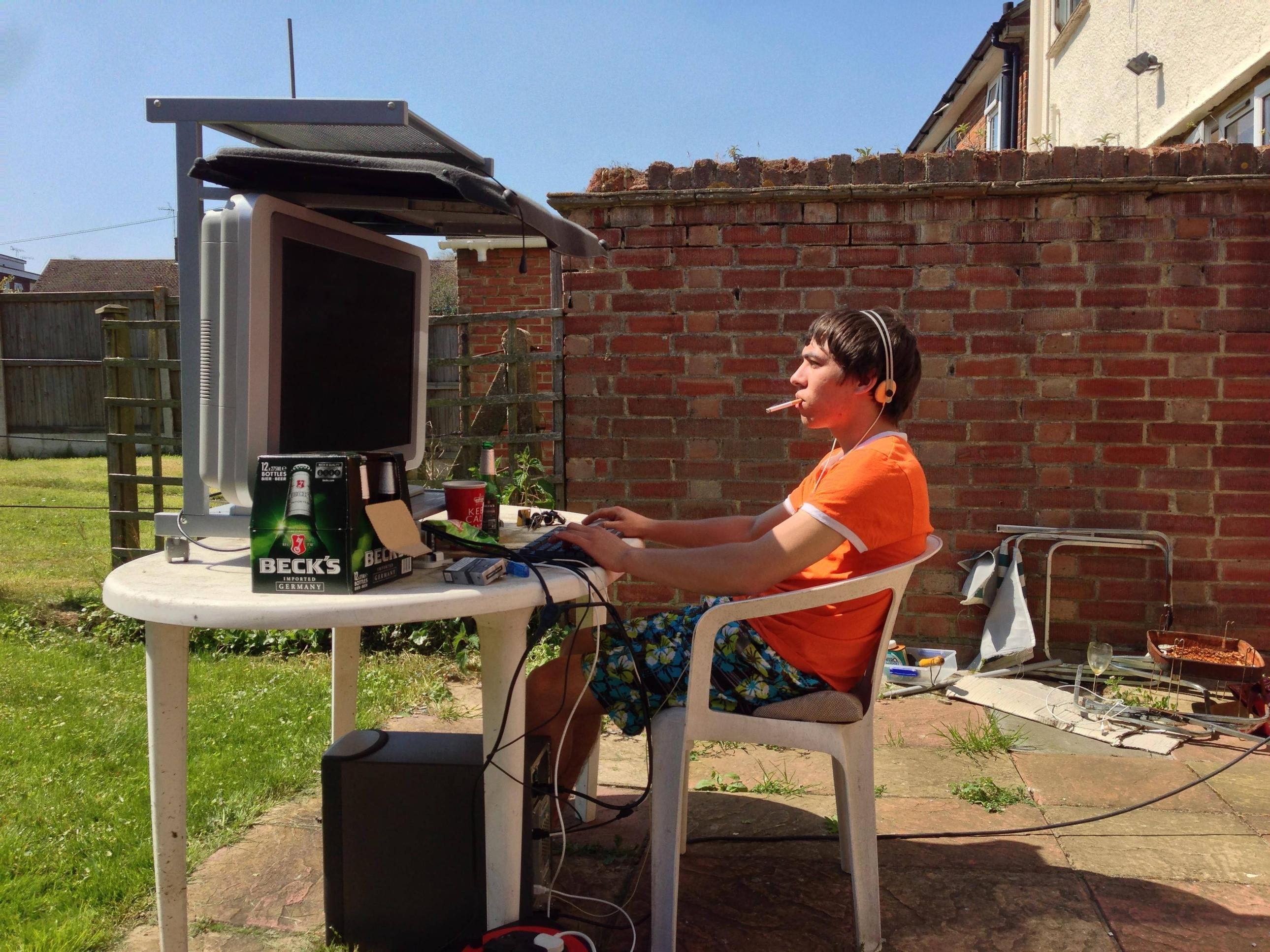 gaming_outside