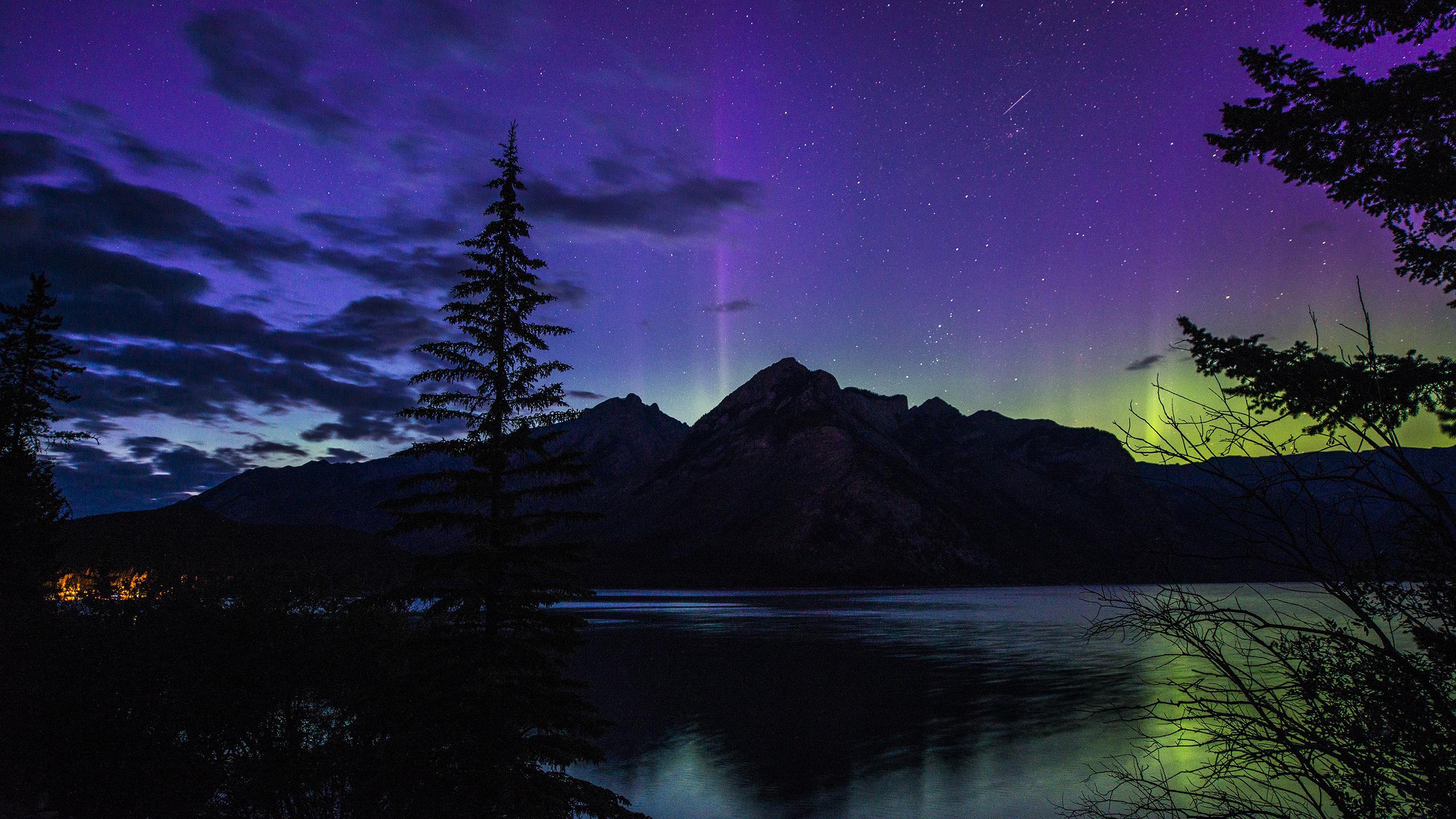 canada_aurora_wallpaper_2560x1440