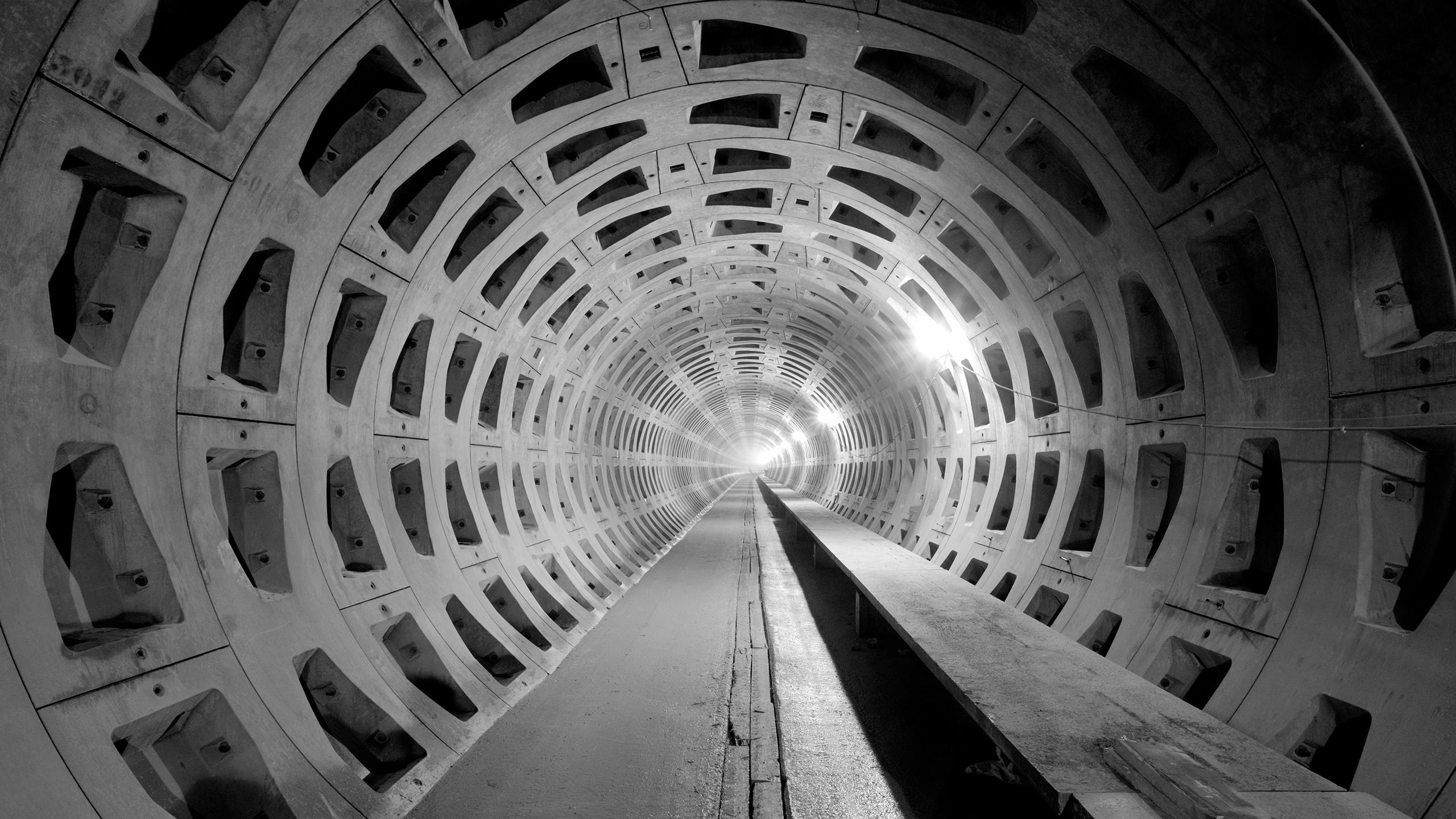 lost_underground_tube_of_doom_wallpaper_2560x1440