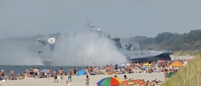 russian_hovercraft_on_beach