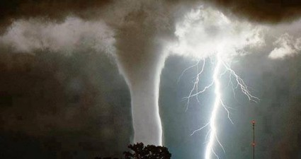 waterspout_lightning_strike