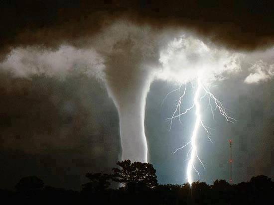 waterspout_lightning_strike