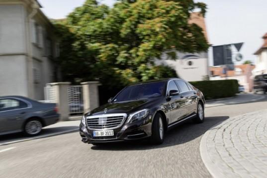 Mercedes-Benz-S-500-INTELLIGENT-DRIVE