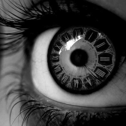 contact_lenses_clock