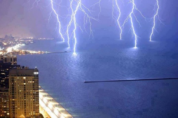 lightning_strikes_water