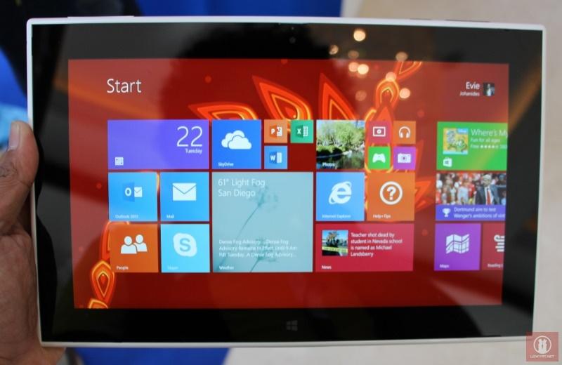 Nokia-Lumia-2520-Windows-RT-Tablet-12