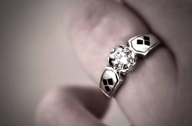 batman-harley-quinn-engagement-ring-2