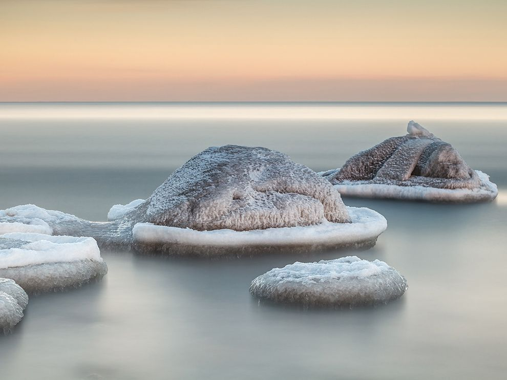 gydnia-beach-ice_76013_990x742