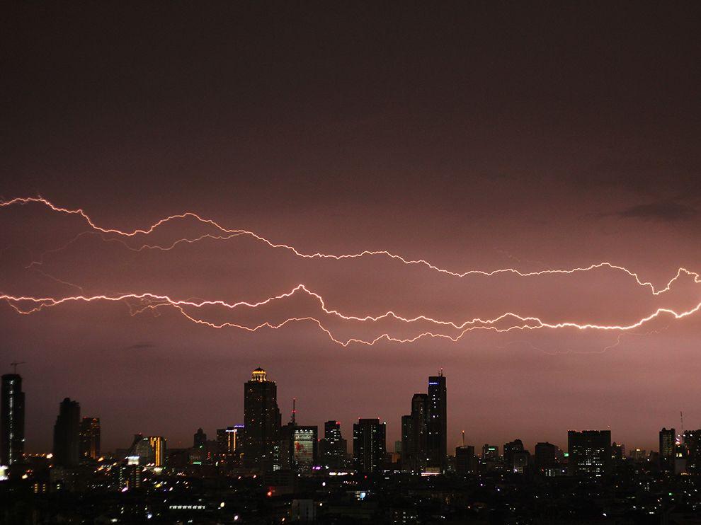 lightning-storm-bangkok_76318_990x742