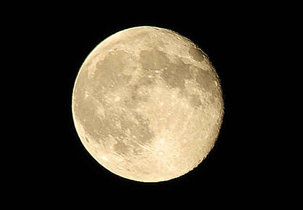 Full_Moon_-_Creative_Commons_by_gnuckx