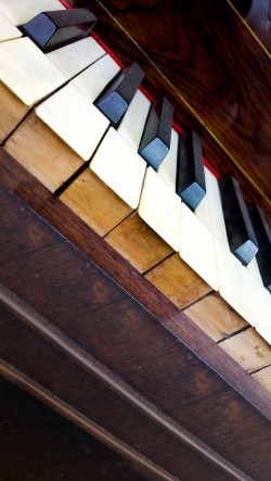 Old-Piano-250x443