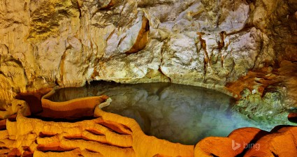 cave of the lakes